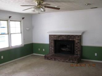 204-poplar-living-room