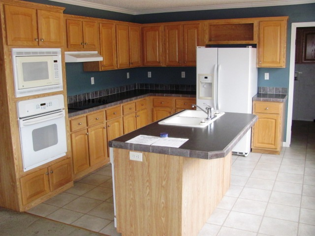1283 Benjamin Kitchen