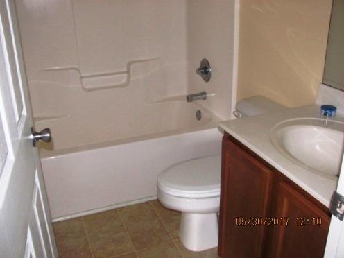 412 N Wilmington Bathroom