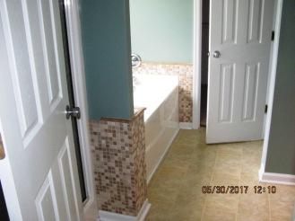 412 N Wilmington Master Bathroom