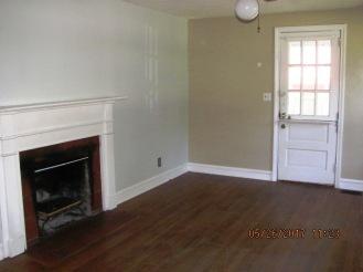 9 Glendale Living Room