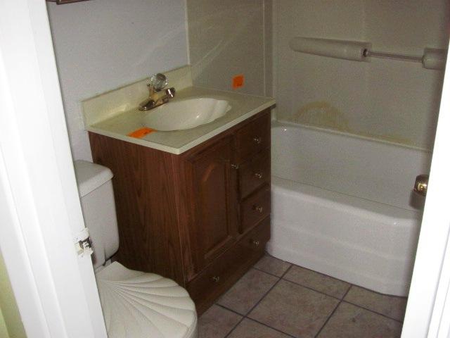 502 Forest Grove Bathroom