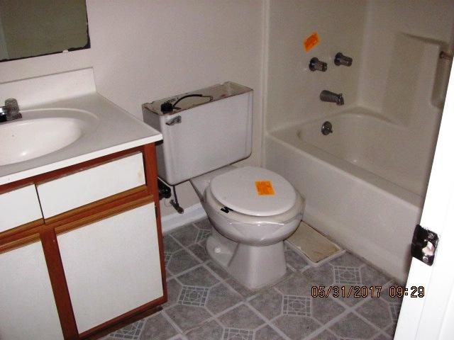 828 S Dogwood Bathroom