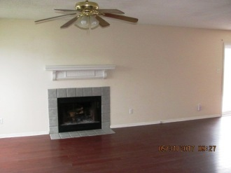 828 S Dogwood Living Room