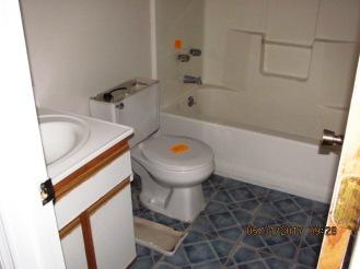 828 S Dogwood Master Bathroom