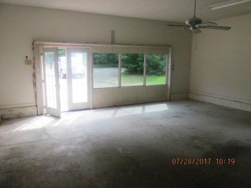 7389 Hwy 55 Enclosed Garage Area