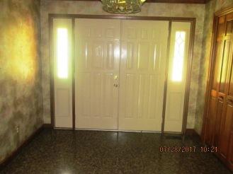 7389 Hwy 55 Foyer
