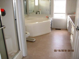 102 Rainmaker Master Bathroom
