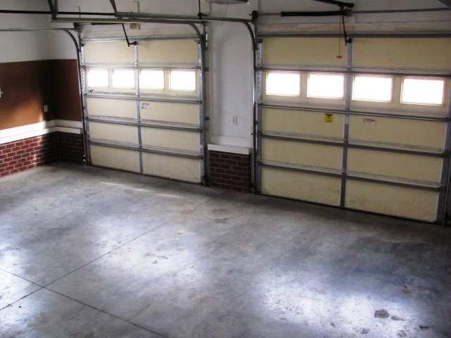 122 Twelve Oak Garage Interior