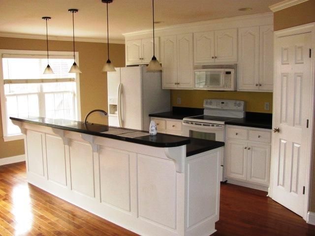 122 Twelve Oak Kitchen