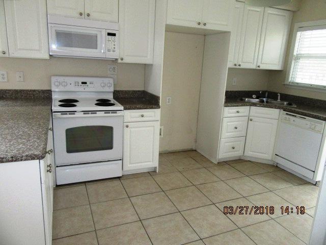 4018 Arbor Green Kitchen