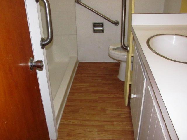 906 N Yaupon Bathroom 2