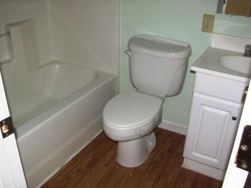 906 N Yaupon Bathroom 3