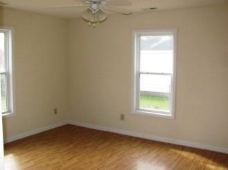 906 N Yaupon Bedroom 2