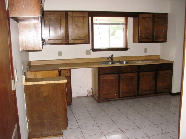 1009 Furia Kitchen View 2