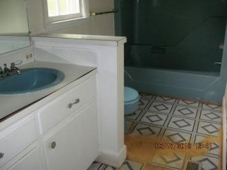 185 Polly Way Bathroom 2