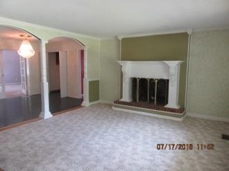 101 Daniel Ct.Living Room
